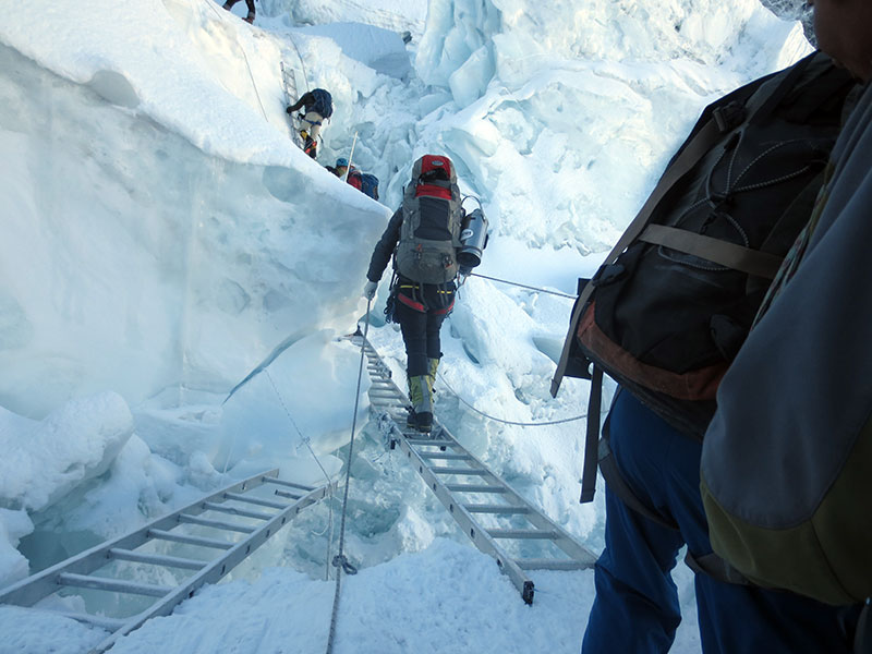 Climbers-Practicing-Khumbu-Icefall