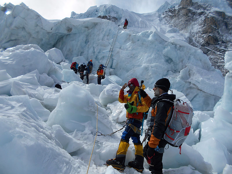 Icefall-Climbing-in-Everest