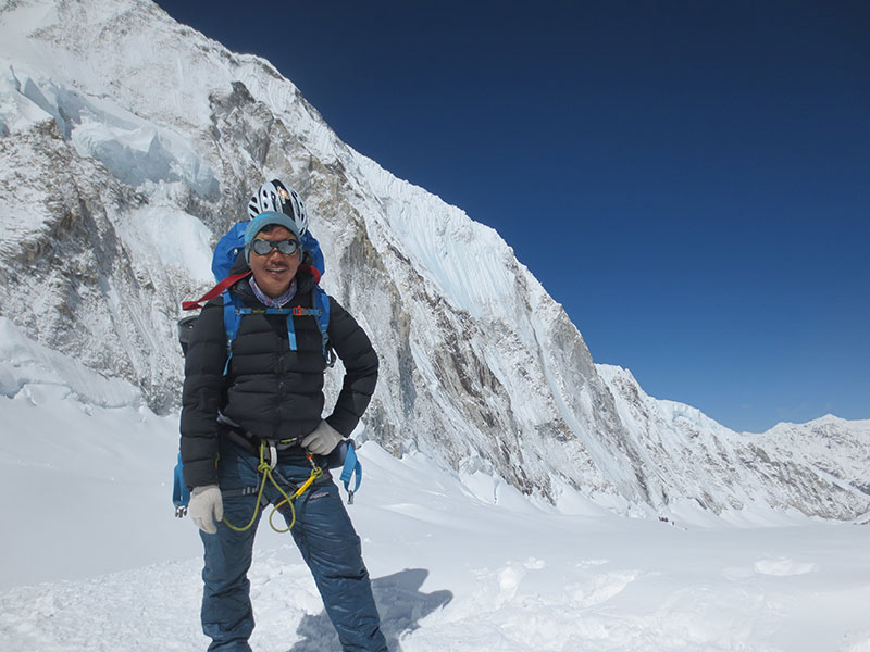 climbing-sherpa-for-everest