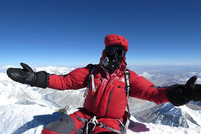 everest-climbing-sherpa
