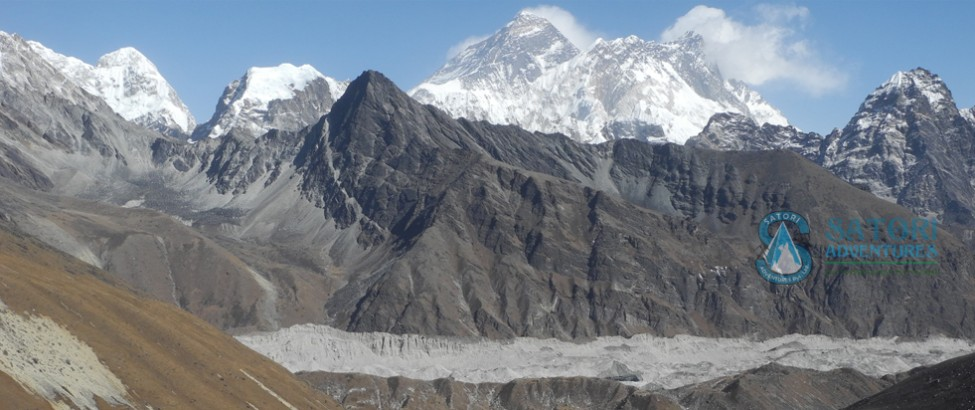 everest renjo la pass trek95